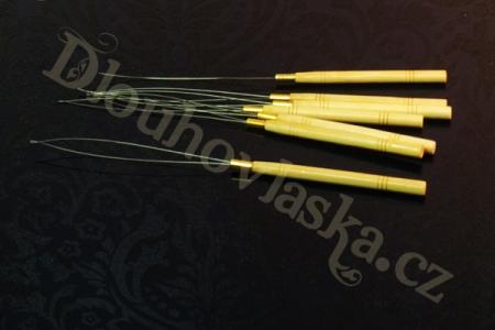 Navlékátko na kroužky, určené pro metody micro rings, bellargo apod.  Navlékátko zasíláme jen v objednávce nad 500 Kč (např. s vlasy či jiným příslušenstvím apod.)…